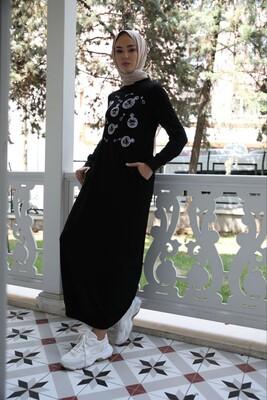 Esra Keküllüoğlu - Roma Elbise Ribanalı Beyaz Nakışlı-Siyah