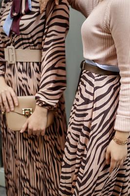 Esra Keküllüoğlu - Zebra Kravatlı Elbise - Siyah